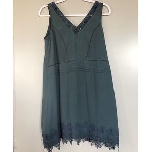 V-neck dress with lace detailing